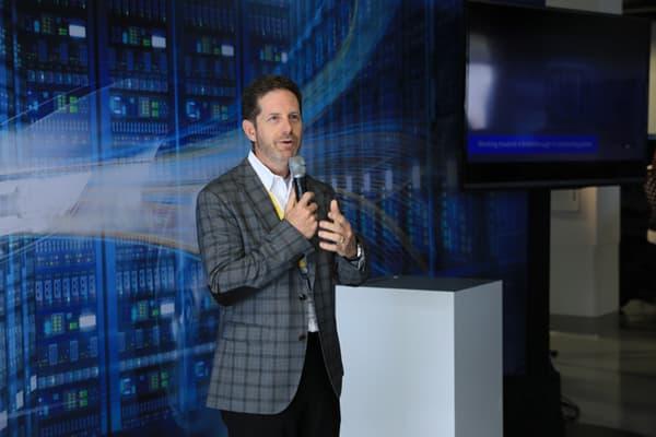 """Lors de la présentation de la BMW """"Intel Inside"""", Doug Davis, vice-président et directeur général de l'Automated Driving Group (ADG) d'Intel Corporation, a dévoilé avoir décalé son départ à la retraite pour vivre ce moment."""
