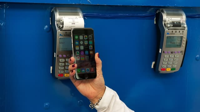 Une cliente américaine paie via Apple Pay.