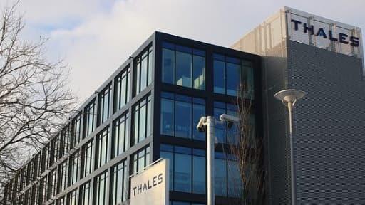 Thales et Astrium ont paraphé avec Abu Dhabi un contrat de 700 millions pour la fourniture de deux satellites d'observation