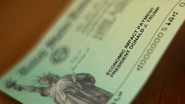 Les Américains gagnant jusqu'à 75.000 dollars annuels ont reçu des chèques de 1.200 dollars, destinés à atténuer l'impact économique de la pandémie