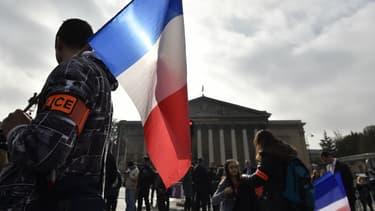 Une manifestation de policiers devant l'Assemblée nationale à Paris le 26 octobre 2016