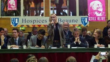 Les comédiens Nathalie Baye, Emmanuelle Béart et Pascal Elbé ont tenté de faire monter les prix au profit de l'Institut Pasteur
