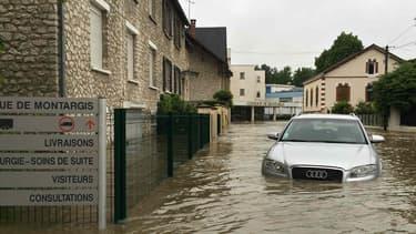 Une voiture où l'eau s'est infiltrée jusqu'à hauteur du siège a très peu de chances d'être déclarée réparable. Si elle est assurée tous risques, son conducteur sera indemnisé.