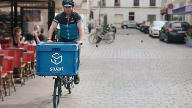 Stuart emploie une centaine de collaborateurs. Elle est présente à Paris, Barcelone Londres, Lyon et Madrid.