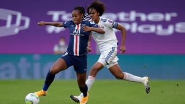 Marie-Antoinette Katoto au duel avec Wendie Renard lors du match OL-PSG