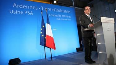 François Hollande, en déplacement à l'usine PSA de Charleville-Mézières.