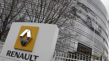 Direction et syndicats de Renault se rencontrent pour parvenir à la signature de l'accord sur la compétivité.