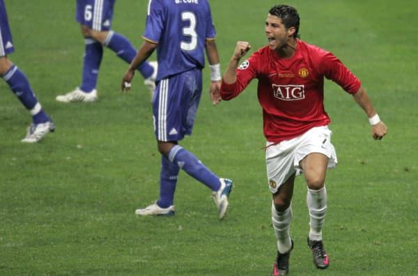 Cristiano Ronaldo célèbre son but de la tête en finale de la Ligue des champions en 2008