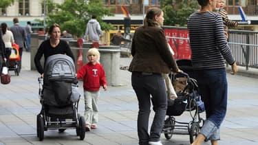 Les jeunes parents ont de plus en plus recours aux articles de puériculture d'occasion.