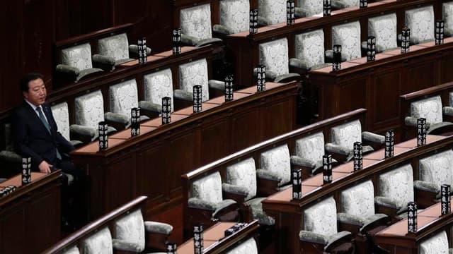 Le Premier ministre japonais Yoshihiko Noda au Parlement à Tokyo. Le Japon a dissous vendredi la chambre basse du Parlement en vue des élections législatives du 16 décembre qui devraient voir le retour au pouvoir du Parti libéral-démocrate (PLD, droite).
