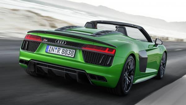 Le cabriolet embarque le V10 5,2 litres  de la R8, poussé à 610 chevaux.