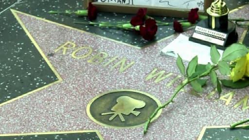 L'étoile de Robin Williams sur Hollywood Boulevard, à Los Angeles, était déjà couverte de fleurs lundi.