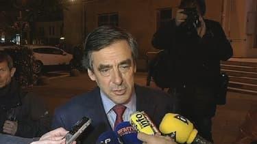 François Fillon, en meeting avec Alain Juppé en Gironde, a apporté son soutien à François Hollande.