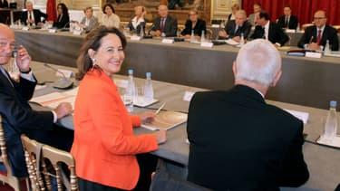 Ségolène Royal, entourée de l'ensemble des présidents de région ce mercredi à l'Elysée.
