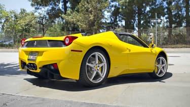 Une Ferrari 458 Italia Spider jaune comme celle-ci a été confié par erreur à une autre personne que son propriétaire.