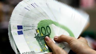 L'Etat prévoit de faire 14 milliards d'euros d'économies en 2014 sur les 20 milliards d'efforts de réduction de déficit structurel prévus, en mettant à contribution les fonctionnaires et les opérateurs, selon le site internet du journal Le Monde. /Photo d