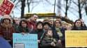 A Paris, près de 400 personnes, des Ukrainiens et des français (pro opposition) ont manifesté près du ministère des Affaires étrangères, jeudi après-midi.