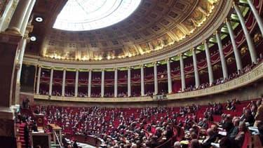 Les députés français ont adopté jeudi le projet de loi qui prévoit la création de la Banque publique d'investissement (BPI) qui disposera d'environ 40 milliards d'euros destinés aux PME. /Photo d'archives/REUTERS/Charles Platiau