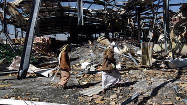 Une usine de Coca Cola à Sanaa, détruite par des attaques aériennes saoudiennes., le 30 décembre 2015