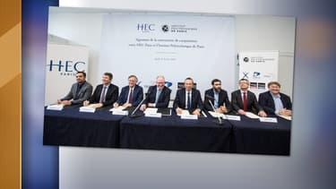 La photo a été prise lors de l'annonce d'une alliance entre HEC Paris et l'école Polytechnique.