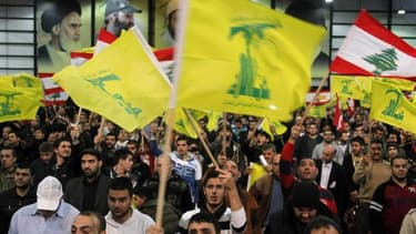 Partisans du Hezbollah à Beyrouth. La France a indiqué jeudi qu'elle espérait que la branche armée du Hezbollah soit inscrite sur la liste des groupes terroristes de l'Union européenne d'ici la fin du mois de juin, le mouvement chiite libanais ayant rompu