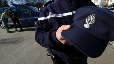 Une casquette de gendarme.
