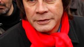 Bernard Thibault, lors des manifestations contre la réforme des retraites. Le secrétaire général de la CGT dément avoir l'intention de quitter son poste d'ici la fin de l'année. /Photo prise le 23 novembre 2010/REUTERS/Benoît Tessier