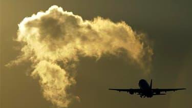 Environ 300 vols sur les 29.000 prévus ce mercredi en Europe devraient être annulés en raison de la fermeture partielle de l'espace aérien en Irlande et dans l'ouest de l'Ecosse à cause du nuage de cendres volcaniques venu d'Islande. /Photo d'archives/REU