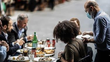 Une terrasse de restaurant à Paris le 15 juin 2020