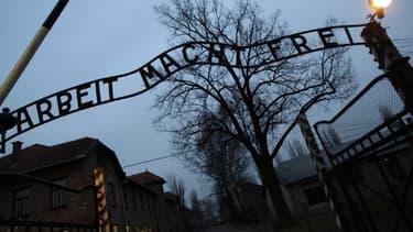 Image d'illustration de l'entrée du camp d'Auschwitz, le 04 décembre 2008