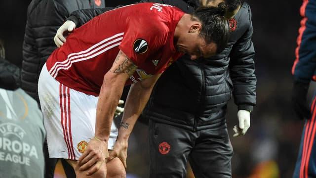 Blessé au genou contre Anderlecht, Zlatan n'a pu terminer ce quart retour de Ligue Europa remporté par Manchester United à Old Trafford (2-1, a.p.).