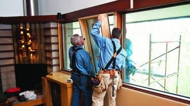 Changer les fenêtres et améliorer l'isolation d'un logement permet d'économiser autour de 1.000 kg de CO2 par an.