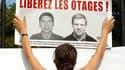 A Paris, l'organisation Reporters sans frontières (RSF) a accroché les portraits de Stéphane Taponier et Hervé Ghesquière, deux reporters de France 3 enlevés le 29 décembre 2009 en Afghanistan. Les proches et le comité de soutien des deux journalistes ont