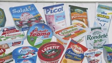 Quelques-unes des marques de Lactalis, exposées sur la faça&de de son site de Laval.