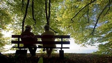 Relever l'âge légal de départ à la retraite est inévitable selon plusieurs dirigeants de l'UMP, qui veulent assortir cette réforme d'un plan de renforcement de l'emploi des seniors. /Photo d'archives/REUTERS/Miro Kuzmanovic