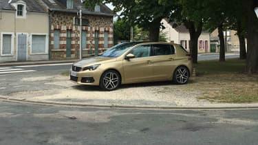 Après une première génération (2007/2013), Peugeot a lancé en 2013 la seconde génération de la 308. Peugeot restyle cet été la compacte.