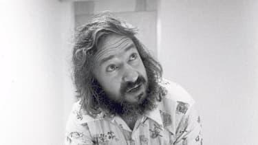 Seymour Papert montre une tortue Logo au début des années soixante-dix.