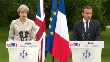 Theresa May et Emmanuel Macron ont effectué une déclaration commune dans le jardin de l'Élysée.