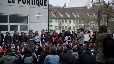 Des étudiants de l'université de Strasbourg occupaient la faculté mardi.