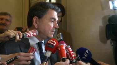Pierre Lellouche dans les couloirs de l'Assemblée Nationale, le 14 février 2017.