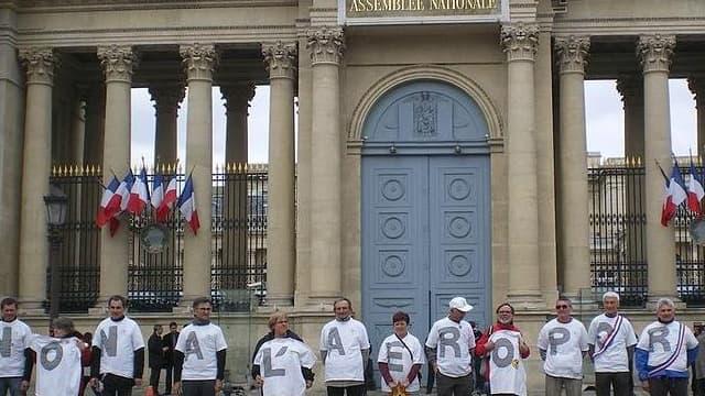 Des manifestants devant le Palais de justice de Paris