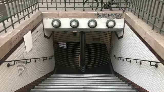Une station de métro fermée à Paris ce vendredi, lors de la grève de la RATP.