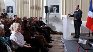 En visite au lycée parisien Buffon, François Hollande a célébré lundi le 70e anniversaire de la naissance du Conseil national de la Résistance, moment fondateur de la France d'après-guerre, appelant les Français à s'inspirer de son esprit pour croire en l