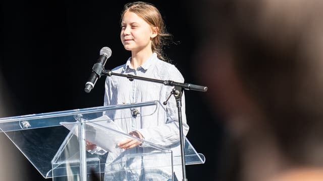 Greta Thunberg lors d'un discours en faveur de l'écologie