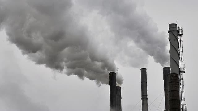 Seize personnes renvoyés en procès dans l'affaire de la fraude à la taxe carbone.