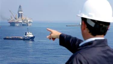 """Tony Hayward, le directeur général de BP, ici dans le Golfe du Mexique. Le pétrolier britannique a annoncé que l'opération """"top kill"""" de colmatage du puits de pétrole endommagé dans le golfe du Mexique se poursuivrait toute la journée de samedi et pourrai"""
