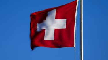 Les Suisses peuvent voter en ligne pour choisir leur nouvel hymne national. Leur choix sera connu le 12 septembre.