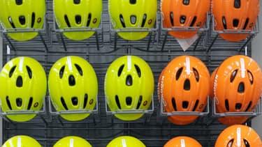 Plusieurs amendements à la Lom ont été déposés pour rendre obligatoire le port du casque pour les utilisateurs d'engins de déplacement personnel motorisés (trottinette électrique, gyropodes), mais aussi pour les cyclistes.