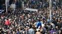 Obsèques de trente-trois Egyptiens tués samedi lors de violences la veille dans la ville de Port-Saïd. Trois autre personnes ont été tuées dimanche lors des obsèques. /Photo prise le 27 janvier 2013/REUTERS