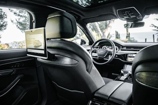 Les passagers voyageant en Audi A8 ont droit à leurs propres tablettes.